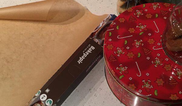 Kakeboks og bakepapir