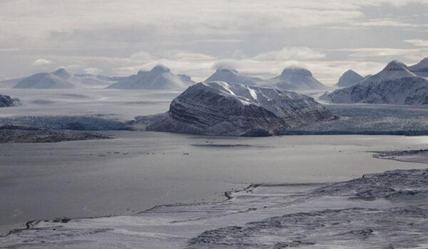 Utsikt fra Zeppelinobservatoriet på Svalbard